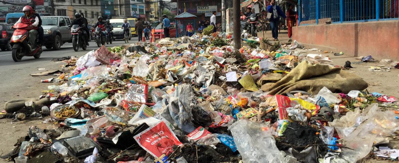 Кто должен вывозить крупногабаритный мусор от населения?