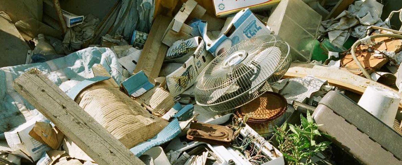 Кому лучше поручить вывоз мусора?