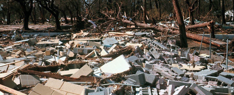 Почему строительный  мусор нельзя вывозить вместе с обычными бытовыми отходами?